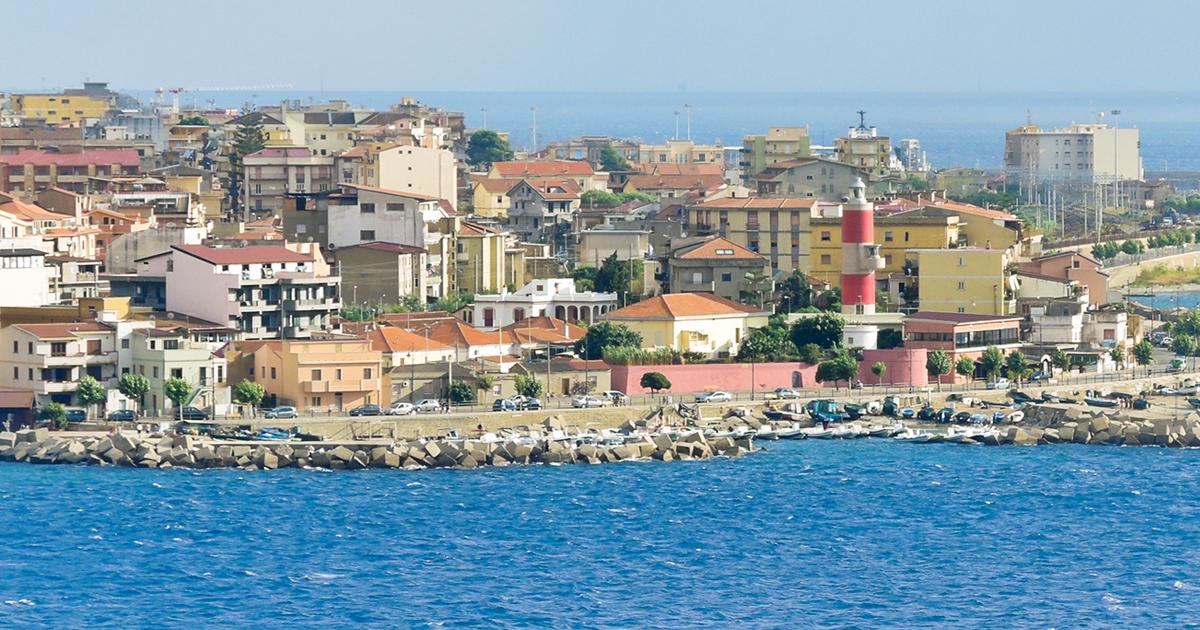 Traghetto messina villa san giovanni caronte tourist for Amaretti arredamenti villa san giovanni